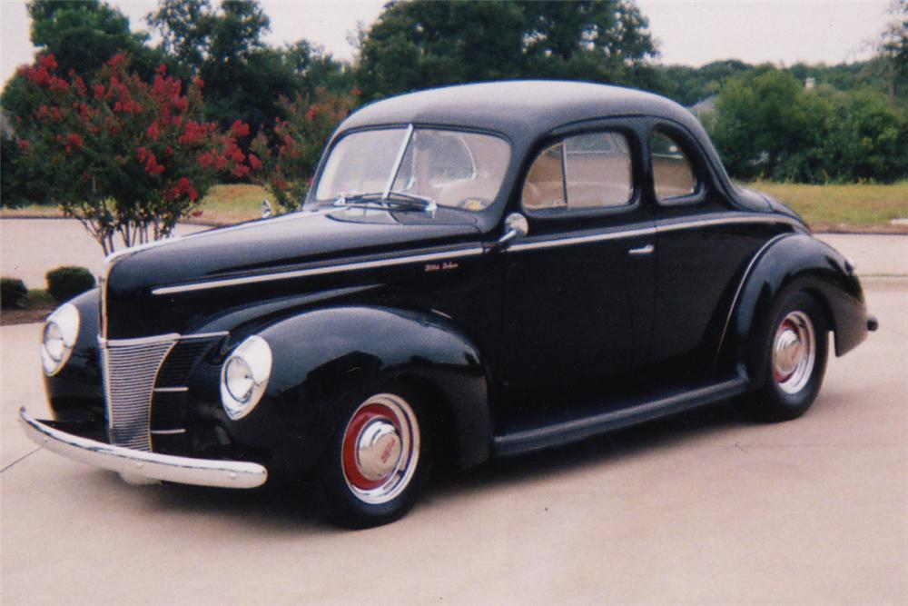 1940 FORD CUSTOM COUPE - Front 3/4 - 21255
