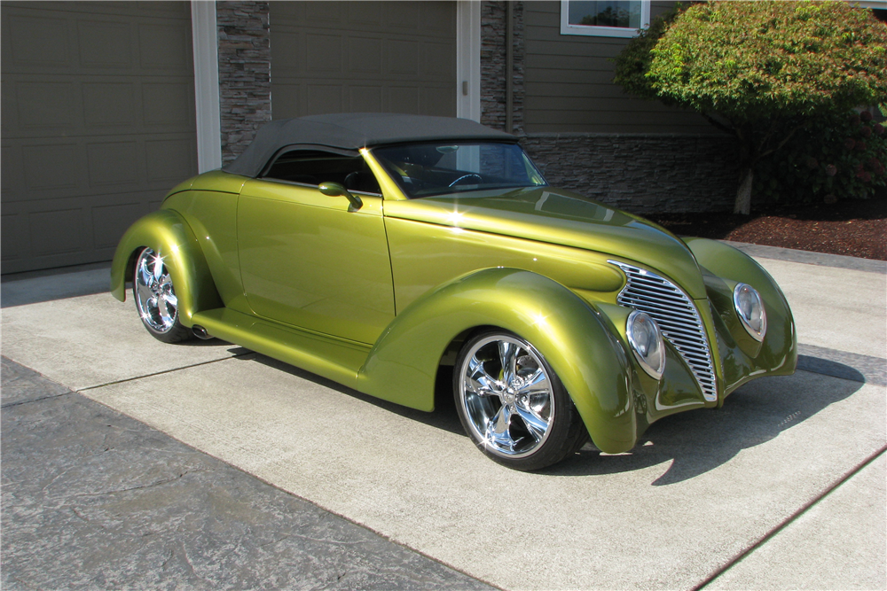1939 FORD CUSTOM ROADSTER - Front 3/4 - 212570