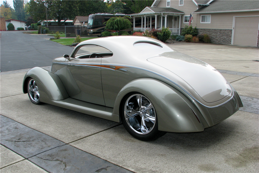 1937 FORD 5-WINDOW CUSTOM COUPE - Rear 3/4 - 212583