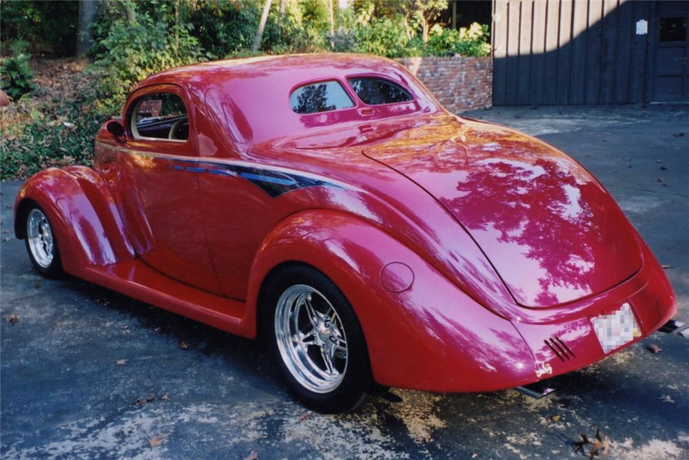 1937 FORD CUSTOM COUPE - Rear 3/4 - 21270