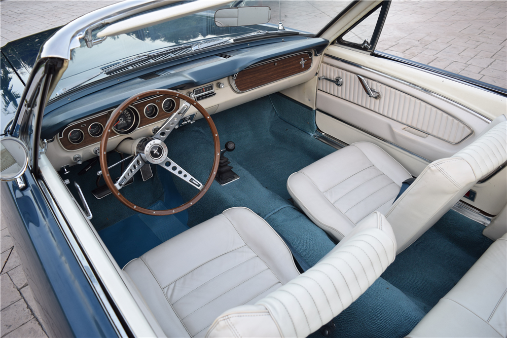 1965 FORD MUSTANG CONVERTIBLE - Interior - 212834