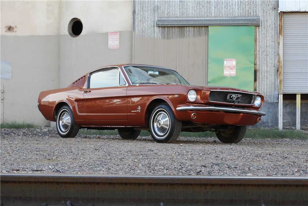 1966 FORD MUSTANG FASTBACK - Front 3/4 - 212912