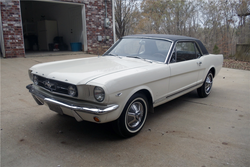 1965 FORD MUSTANG GT - Front 3/4 - 212919