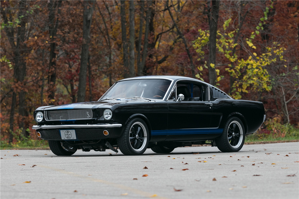 1965 FORD MUSTANG CUSTOM FASTBACK - Front 3/4 - 213004