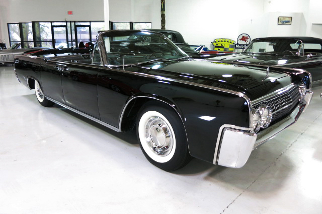 1963 LINCOLN CONTINENTAL CONVERTIBLE - Front 3/4 - 213251