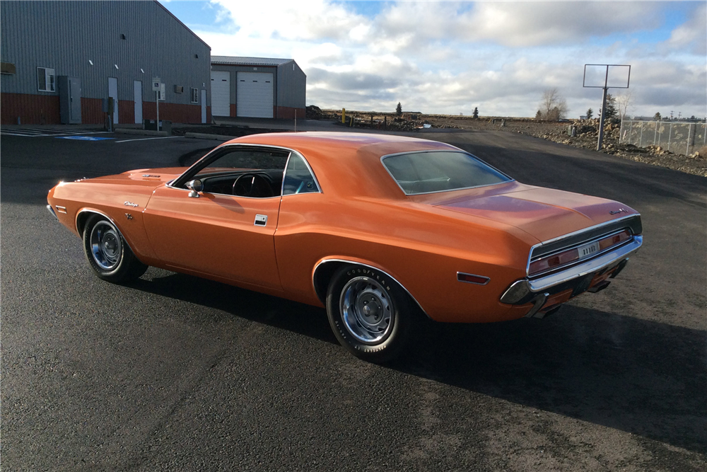 1970 DODGE HEMI CHALLENGER R/T - Rear 3/4 - 213527