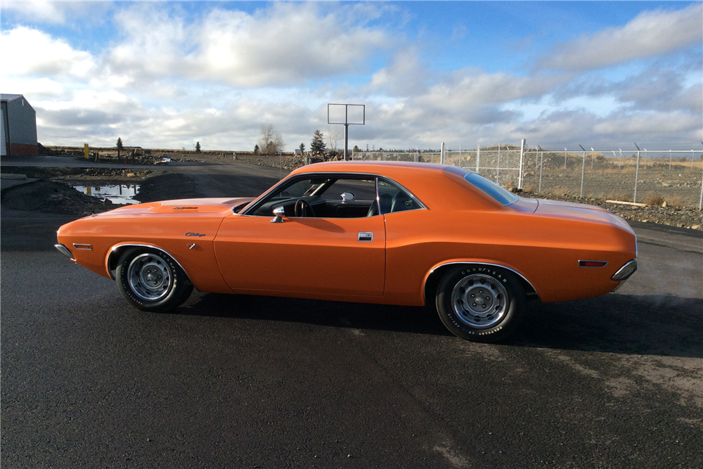 1970 DODGE HEMI CHALLENGER R/T - Side Profile - 213527