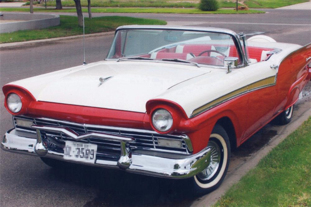 1957 FORD SKYLINER RETRACTABLE - Front 3/4 - 21373