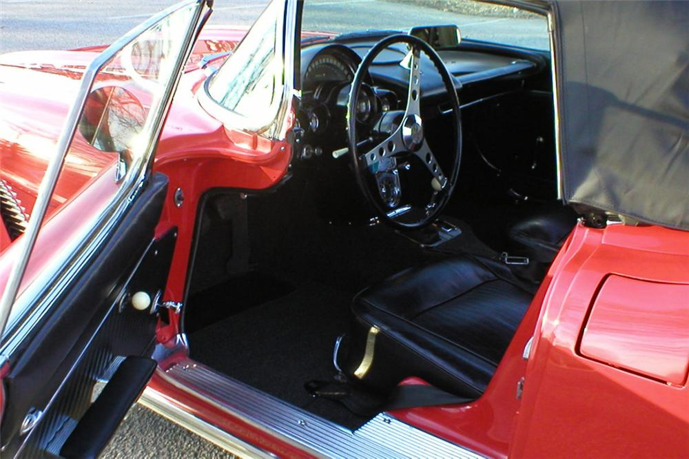 1962 CHEVROLET CORVETTE 327 CONVERTIBLE - Interior - 21409