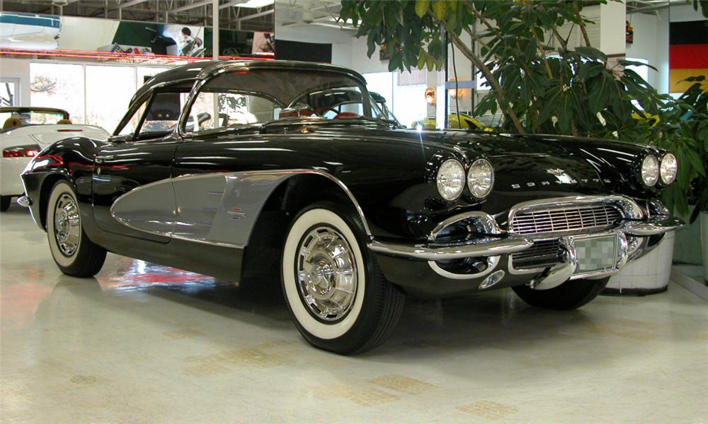 1961 CHEVROLET CORVETTE CONVERTIBLE - Front 3/4 - 21470
