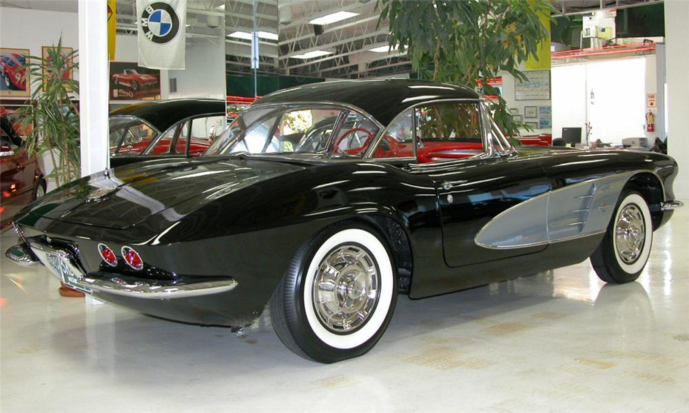 1961 CHEVROLET CORVETTE CONVERTIBLE - Rear 3/4 - 21470