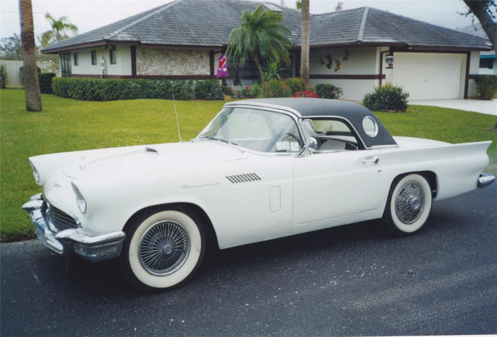 1957 FORD THUNDERBIRD CONVERTIBLE - Front 3/4 - 21519