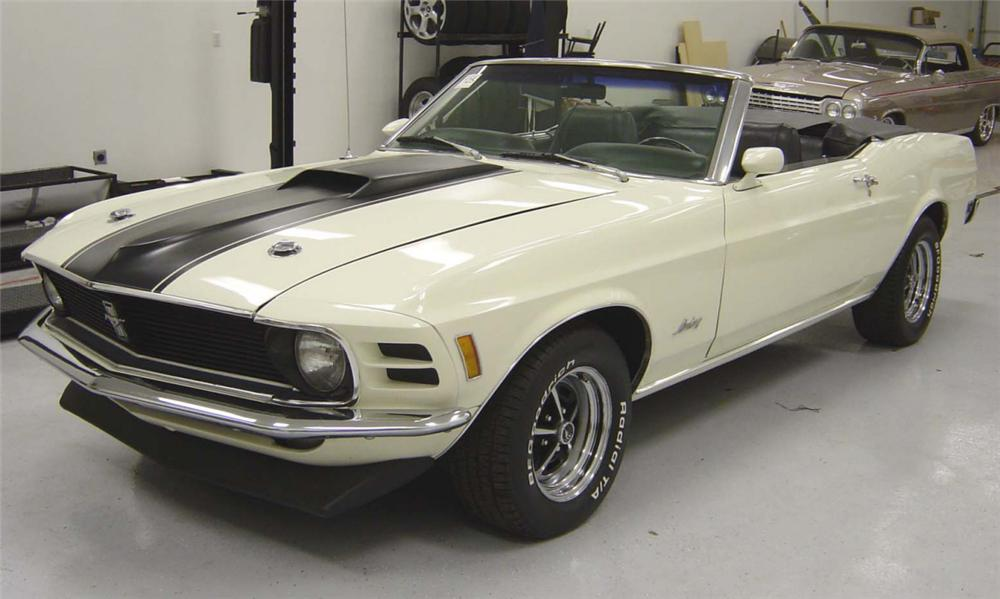 1970 FORD MUSTANG CONVERTIBLE - Front 3/4 - 21588