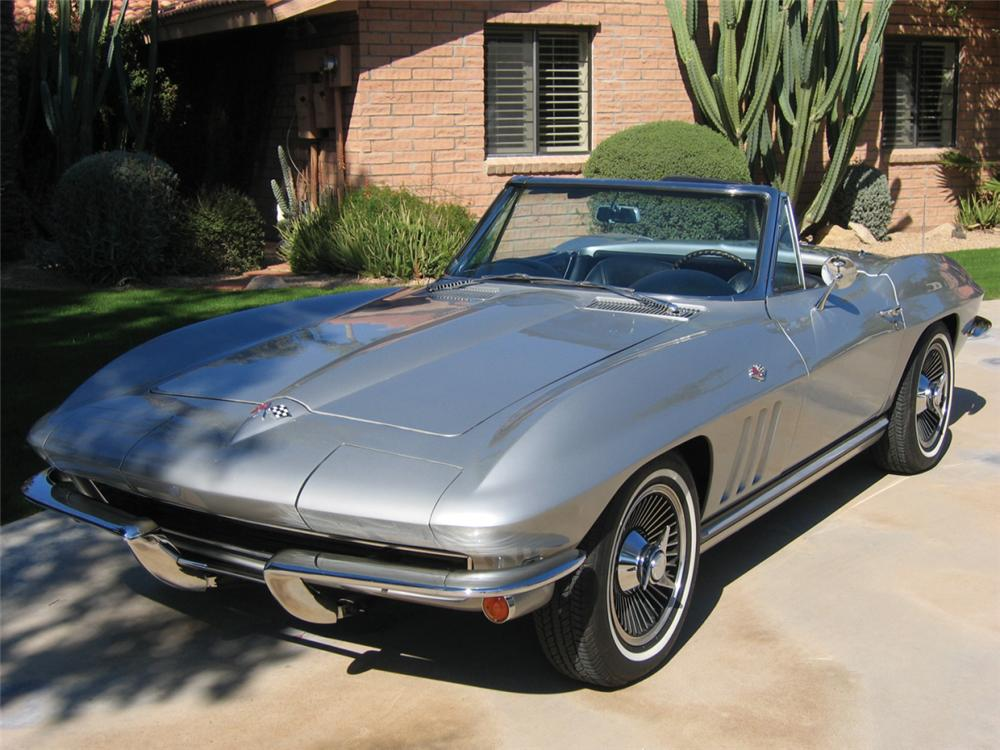 1965 CHEVROLET CORVETTE 327/300 CONVERTIBLE - Front 3/4 - 21612