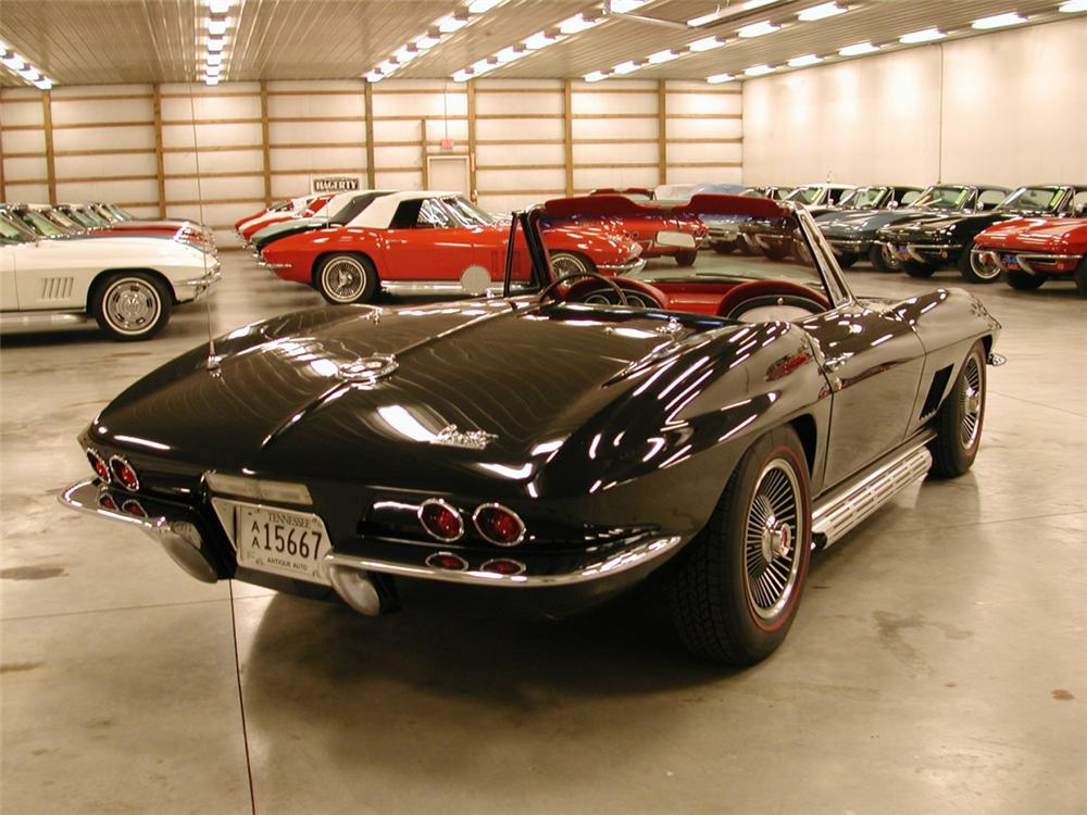 1967 CHEVROLET CORVETTE 427/435 COUPE - Rear 3/4 - 21622
