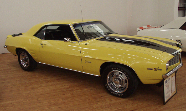 1969 CHEVROLET CAMARO Z/28 COUPE - Front 3/4 - 21688