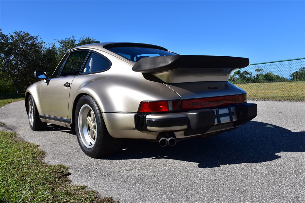 1986 PORSCHE 911 TURBO 930 - Rear 3/4 - 218173