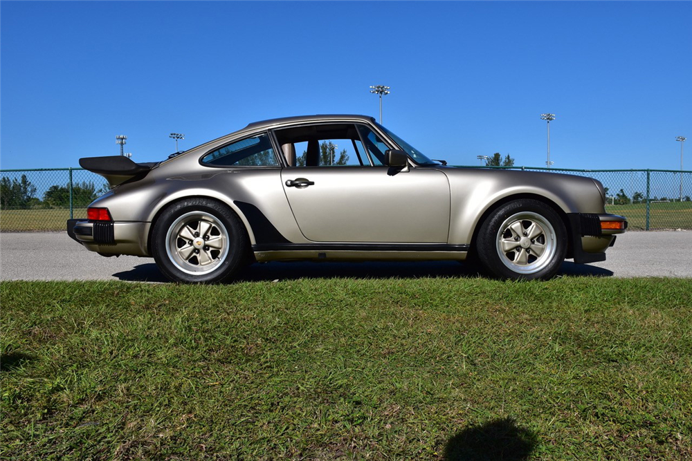 1986 PORSCHE 911 TURBO 930 - Side Profile - 218173