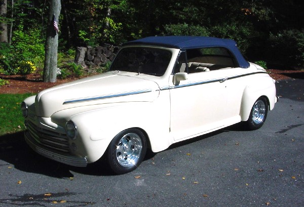1948 FORD SUPER DELUXE CONVERTIBLE - Front 3/4 - 21904