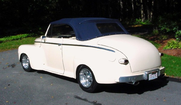 1948 FORD SUPER DELUXE CONVERTIBLE - Rear 3/4 - 21904