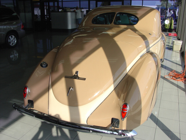 1938 LINCOLN ZEPHYR COUPE - Rear 3/4 - 21932