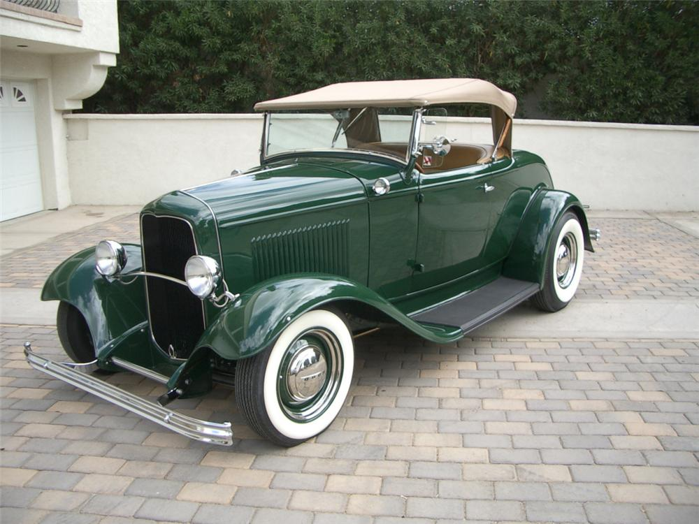 1932 FORD ROADSTER HOT ROD - Front 3/4 - 21940