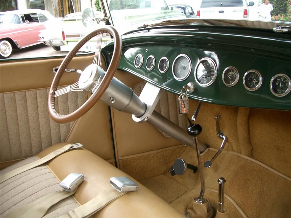 1932 FORD ROADSTER HOT ROD - Interior - 21940