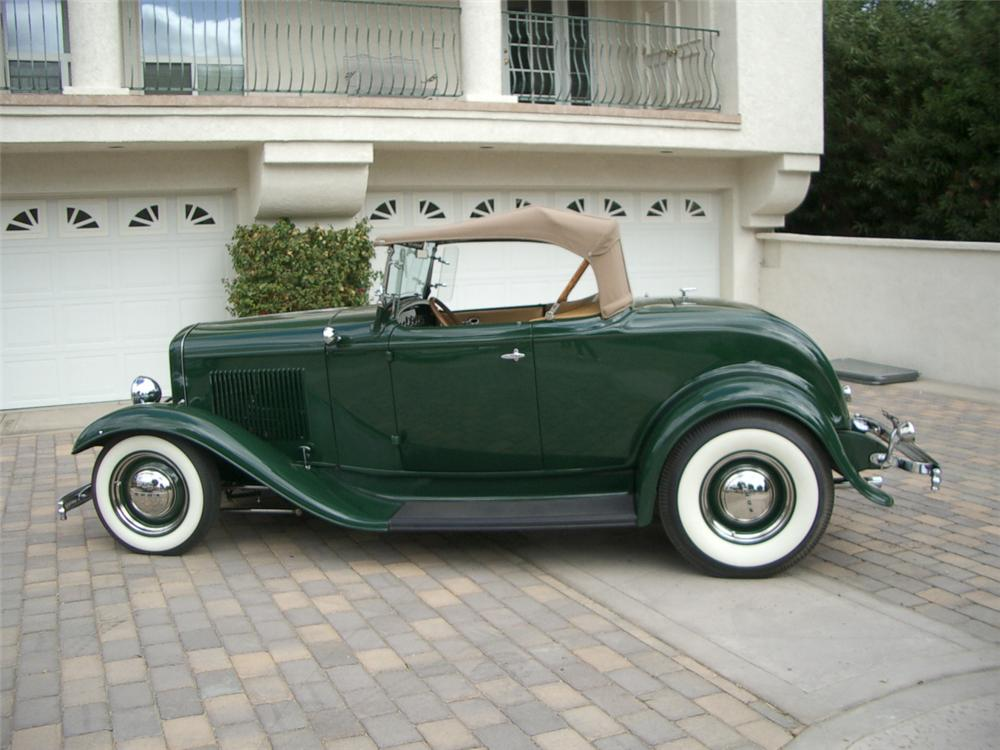1932 FORD ROADSTER HOT ROD - Side Profile - 21940