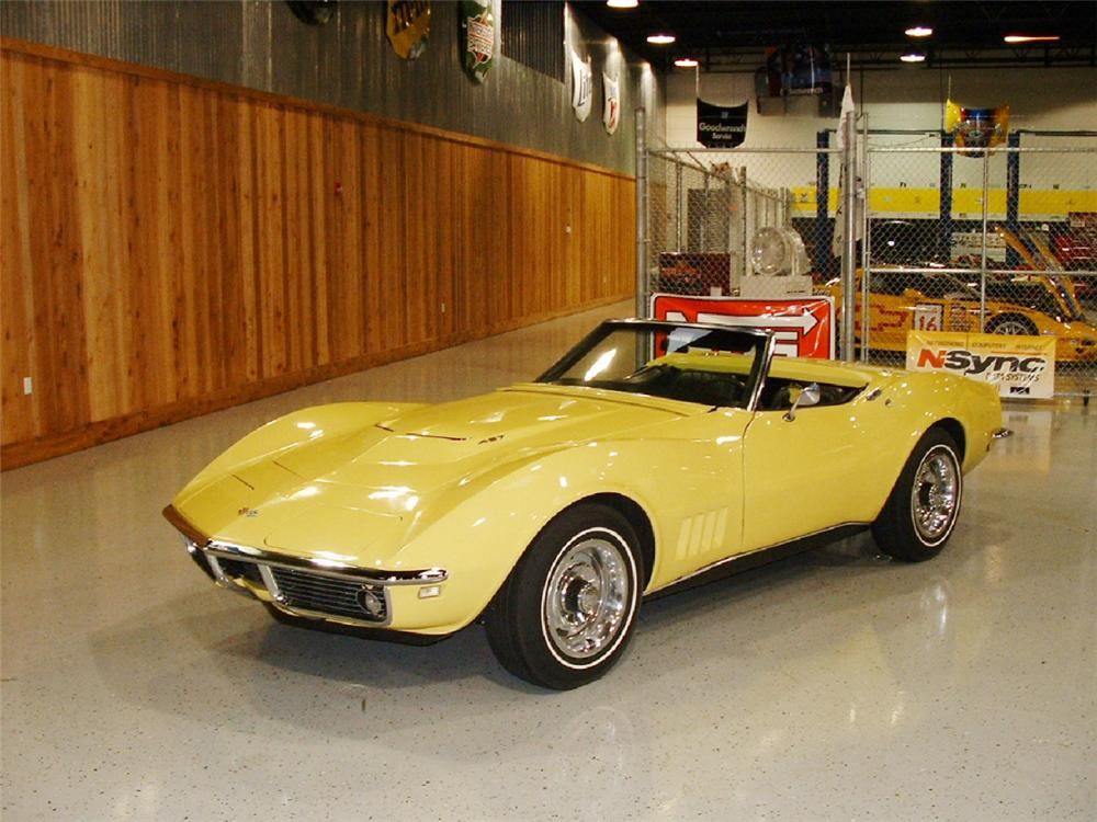 1968 CHEVROLET CORVETTE CONVERTIBLE - Front 3/4 - 21960