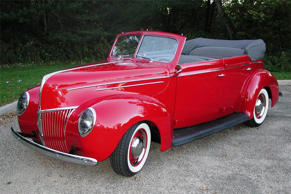 1939 FORD DELUXE CONVERTIBLE SEDAN STREET ROD - Front 3/4 - 21980
