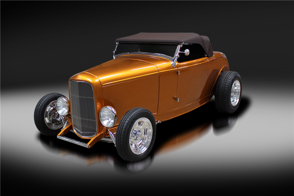 1932 FORD CUSTOM ROADSTER - Front 3/4 - 219877