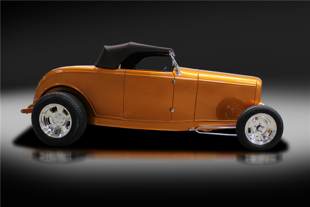 1932 FORD CUSTOM ROADSTER - Side Profile - 219877