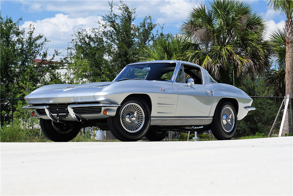 1963 CHEVROLET CORVETTE 327/340 SPLIT-WINDOW COUPE - Front 3/4 - 219920