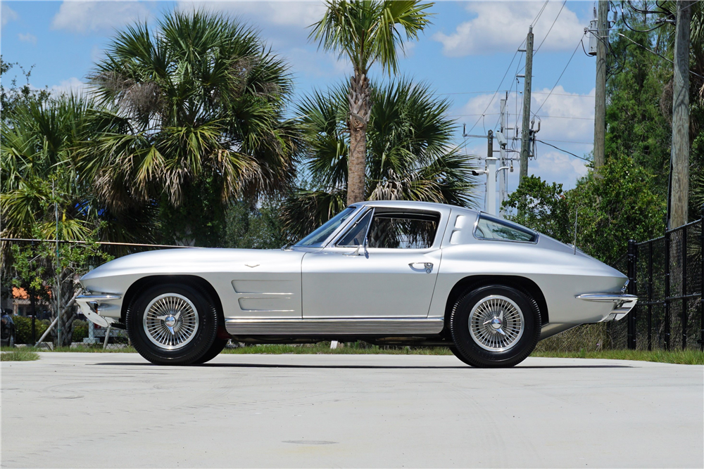 1963 CHEVROLET CORVETTE 327/340 SPLIT-WINDOW COUPE - Side Profile - 219920