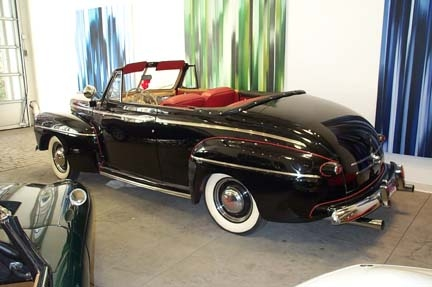 1946 FORD SUPER DELUXE CONVERTIBLE - Rear 3/4 - 22089