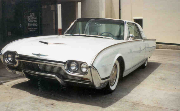 1961 FORD THUNDERBIRD 2 DOOR HARDTOP - Front 3/4 - 22174