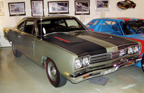 1969 PLYMOUTH ROAD RUNNER HEMI COUPE - Front 3/4 - 22184