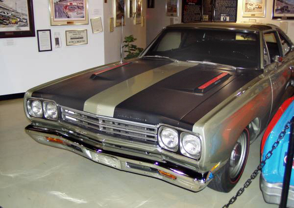 1969 PLYMOUTH ROAD RUNNER HEMI COUPE - Side Profile - 22184