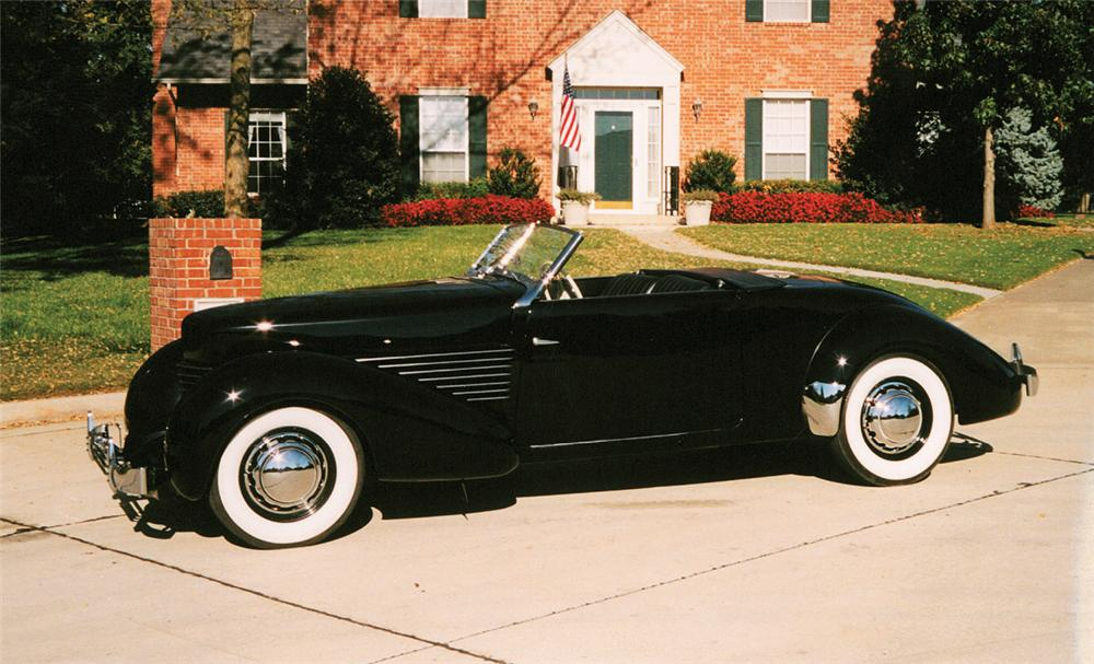 1936 CORD 810 ROADSTER - Front 3/4 - 22232