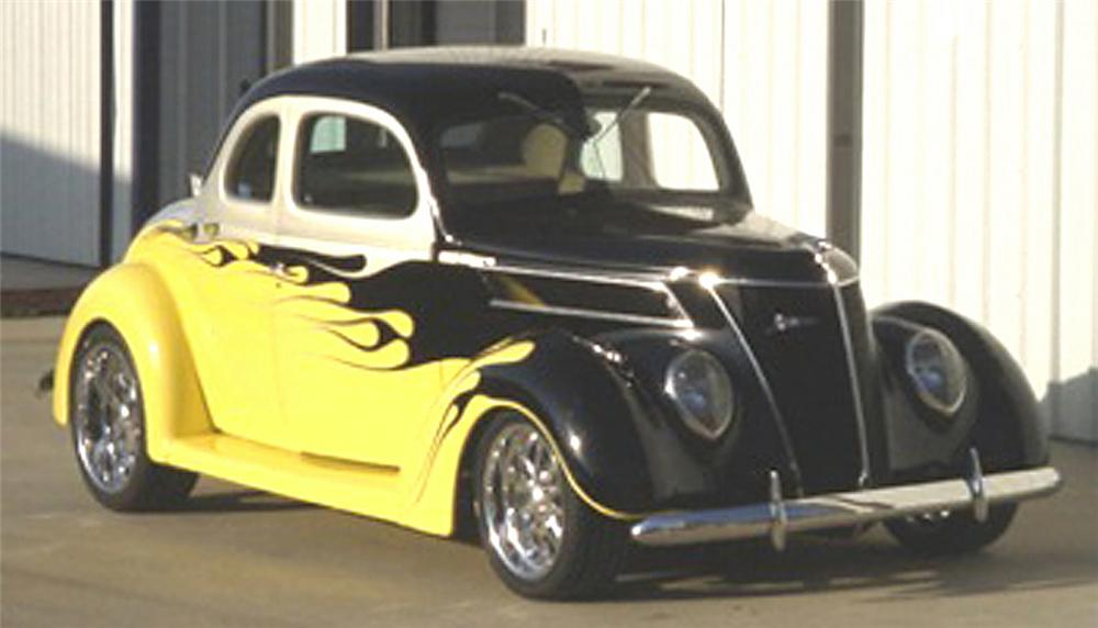1937 FORD 5 WINDOW COUPE - Front 3/4 - 22393