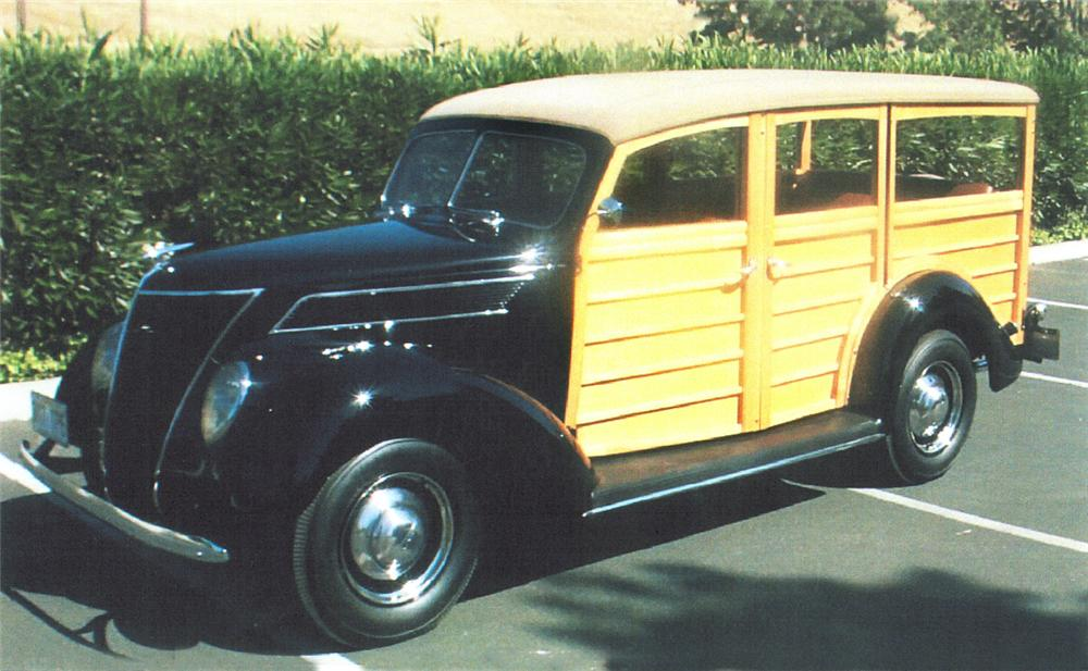 1937 FORD WOODY WAGON - Front 3/4 - 22400