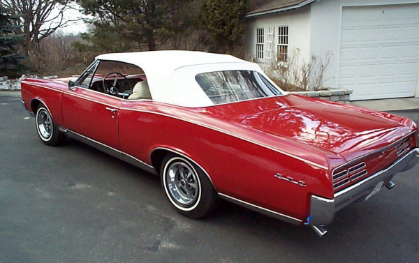 1967 PONTIAC GTO CONVERTIBLE - Rear 3/4 - 22609