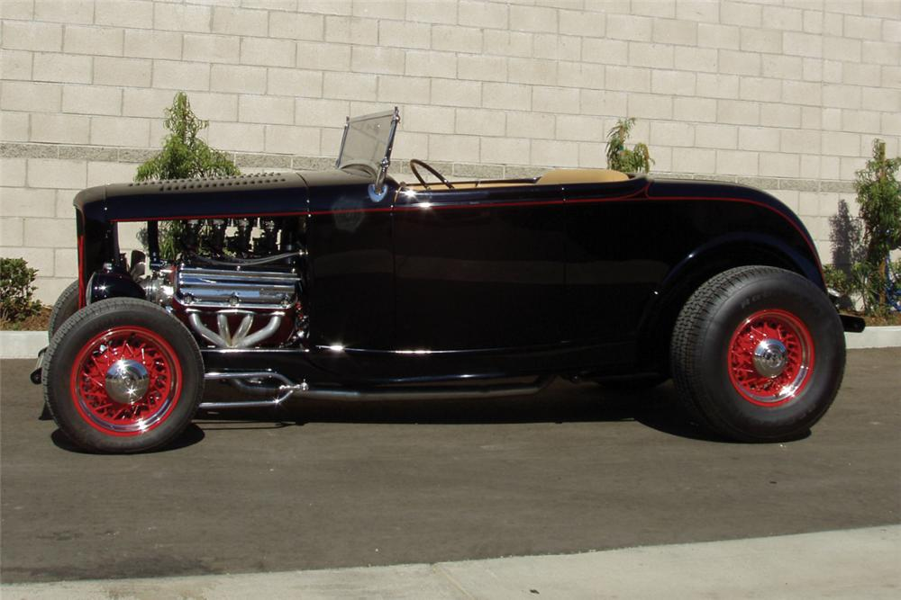 1932 FORD ROADSTER HOT ROD - Front 3/4 - 22851