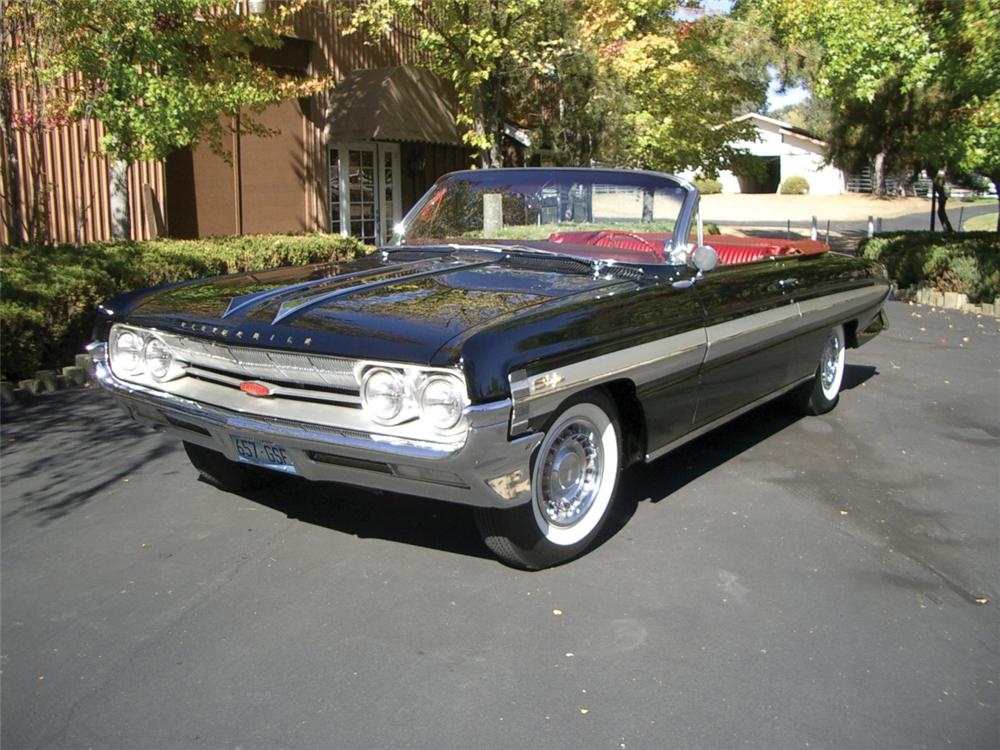 1961 OLDSMOBILE 88 STARFIRE CONVERTIBLE - Front 3/4 - 23032