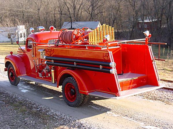 1942 INTERNATIONAL CALLIOPE SPECIAL FIRE TRUCK - Rear 3/4 - 23097