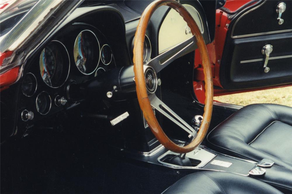 1965 CHEVROLET CORVETTE 327 CONVERTIBLE - Interior - 23289