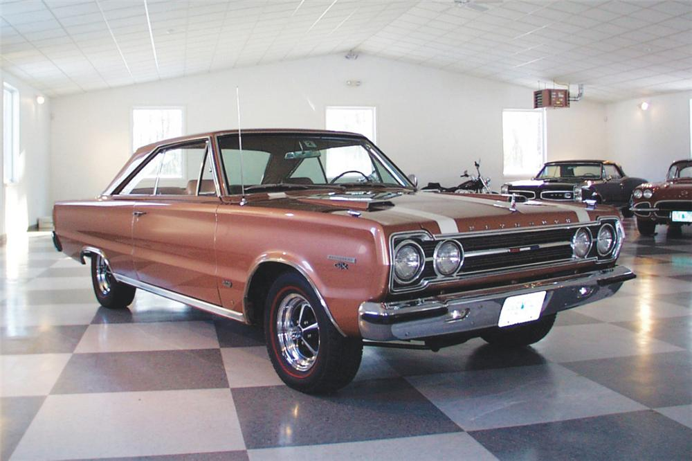 1967 PLYMOUTH GTX COUPE - Front 3/4 - 23303