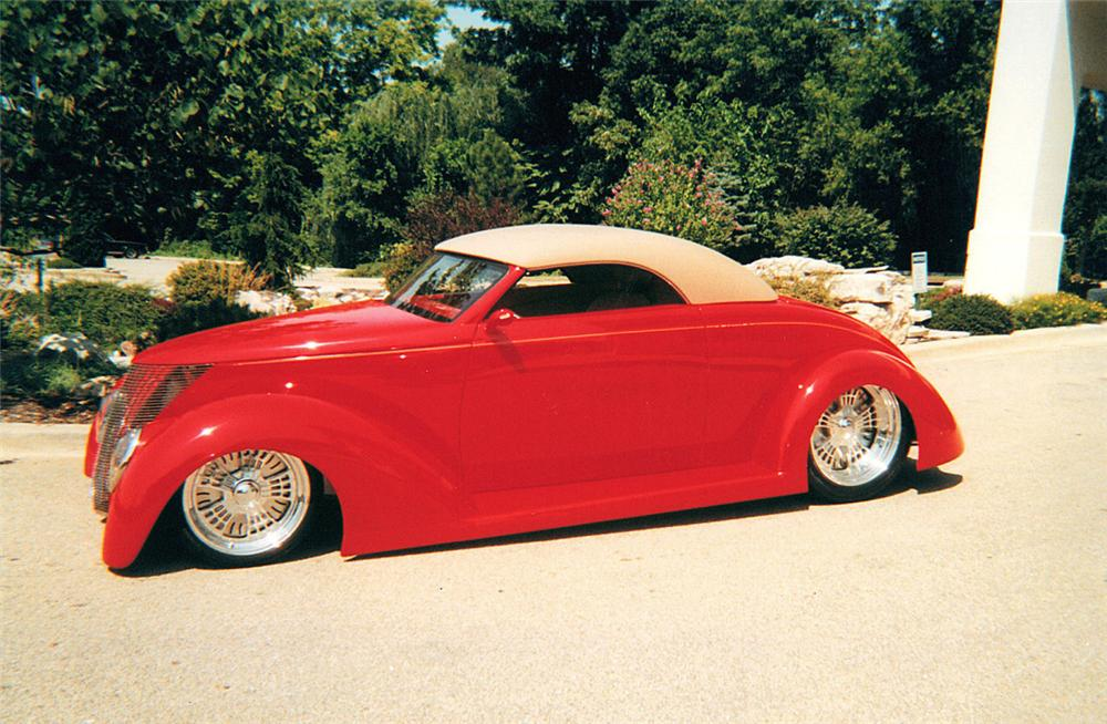 1937 FORD CONVERTIBLE - Side Profile - 23304