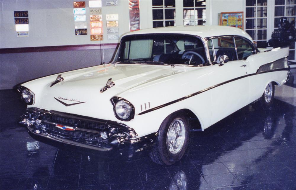 1957 CHEVROLET BEL AIR CUSTOM 2 DOOR HARDTOP - Front 3/4 - 23321