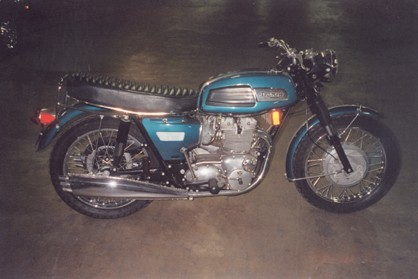 1969 TRIUMPH TRIDENT T-150 MOTORCYCLE - Front 3/4 - 23442